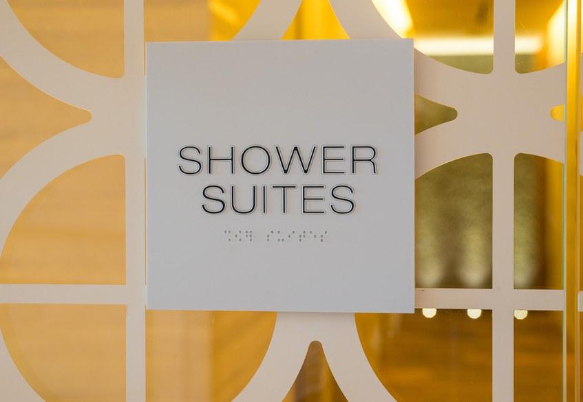 Star Alliance LAX lounge – shower suites